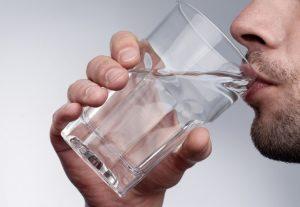 вода стакан