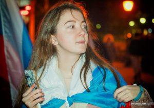 Анна Вершинина с флагом 7 октября 2017 года