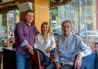 Станислав Навоев с женой и Самир