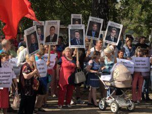 Позорный взвод депутатов на митинге в Костроме 2 сентября 2018