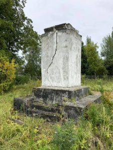Постамент памятника Ленину в Мантурово