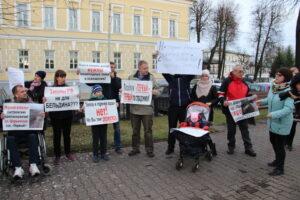 В Костроме прошел пикет замерзающих новоселов