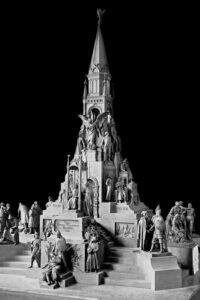 Памятник 300-летию Дома Романовых в Костроме