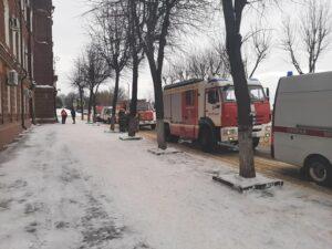 Полиция и МЧС у здания администрации Костромской области 1 марта 2021