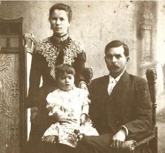 Порфирий Ксенофонтович Трескин с женой и дочерью