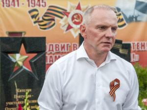 Михаил Долматов на открытии памятника в Пантусово в Костроме
